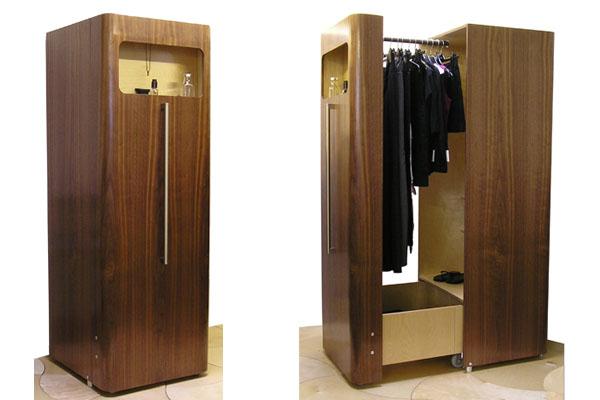 Компактный шкафчик для одежды, рассчитанный на проживание в небольшой городской квартире