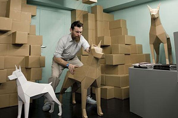 Оформление интерьера упаковочным картоном