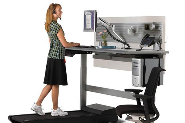 Рабочее офисное место с тренажером Sit to Walkstation