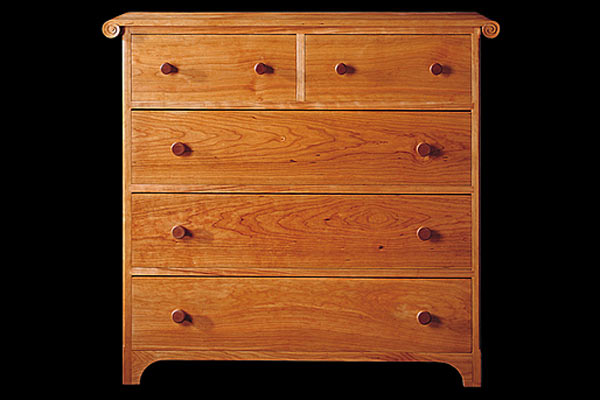 Комод Shackleton Thomas sleigh chest of drawers