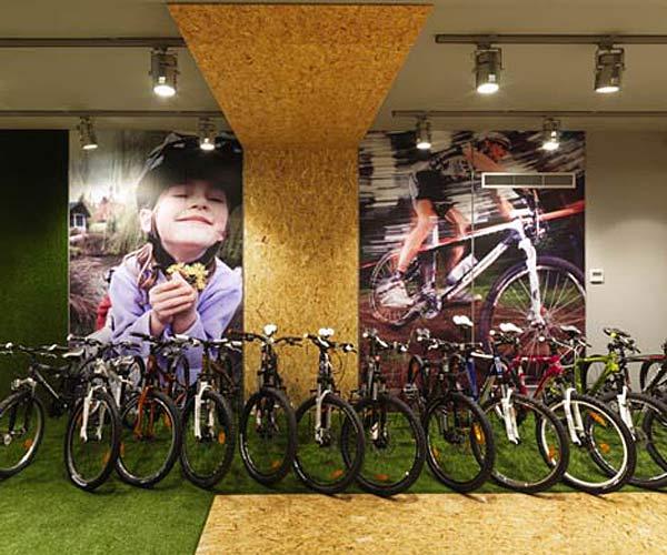 Велосипеды на фоне янтаря.