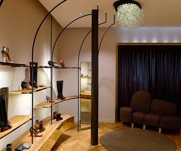 Единство дизайна интерьера и мебели в бутике Karine Arabian.