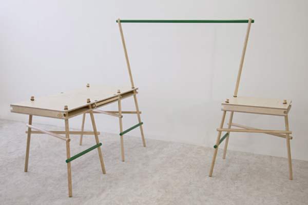 Стол Poles Apart.