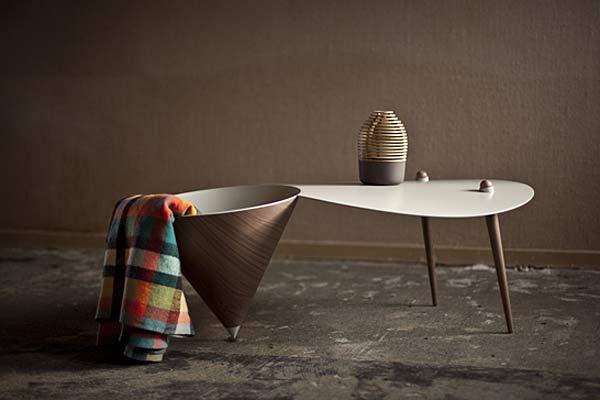 Стол и зеркала в стиле Cirkel.