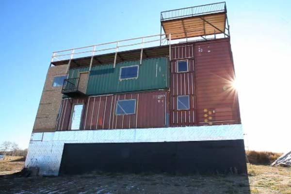 Коттедж из морских контейнеров Sea-Can House.
