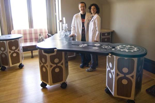 Подвижная мебель для домашнего интерьера может быть предусмотрена на этапе проектирования и строительства коттеджей.