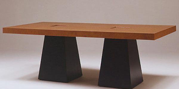 Концептуальный дизайн столов Conde House