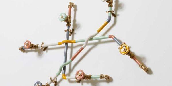Функциональный декор из водопроводных труб