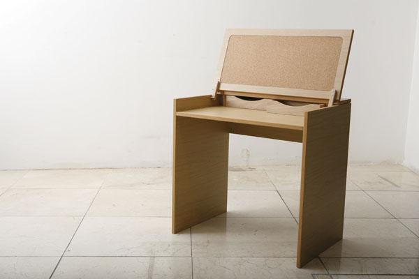 Компактный стол для занятий