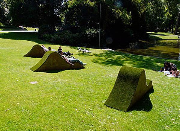 Lawnge chairs в парке Валькенберг (Бред, Нидерланды).