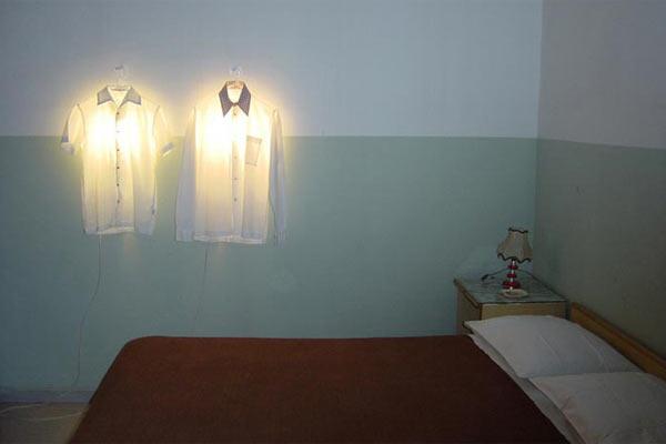 Светильник-вешалка для одежды Droog — Clothes Hanger Lamp