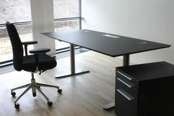 Серия офисных столов eZone.