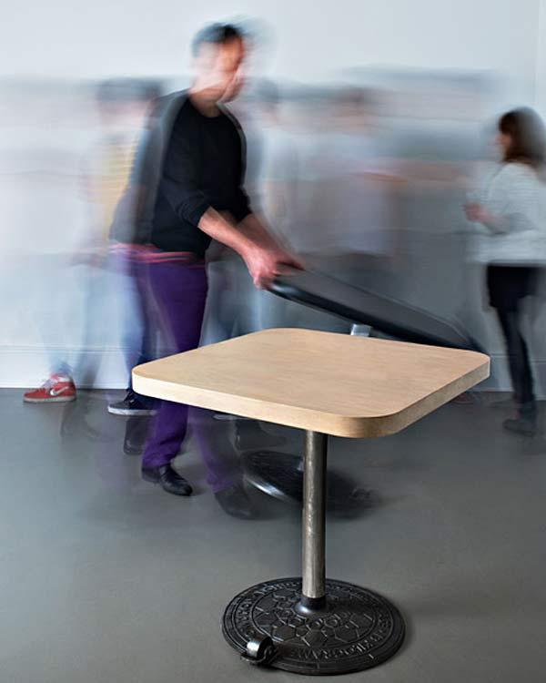 Стол на на крышке люка Roll table.