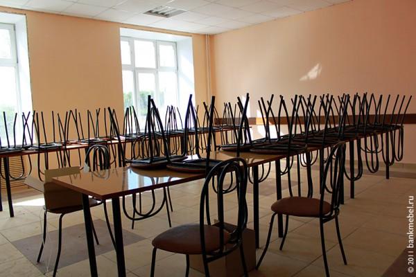Мебель в школьной столовой.