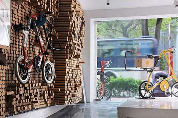 Оформление стены в магазине велосипедов. Гонконг.