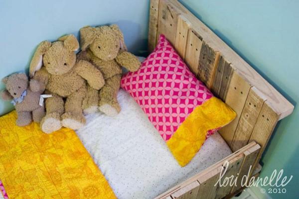 Детская кровать из товарных поддонов.